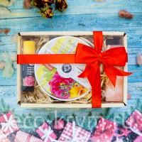 Подарочный набор №10 (Бальзам для губ Чайная роза, мыло Роза, крем-масло Крымская феерия)